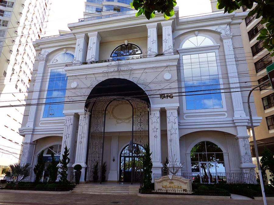 Fachada do Millennium Palace, o prédio mais alto do Brasil