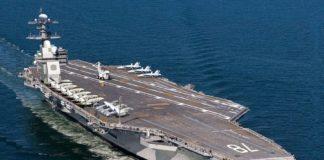 O porta-aviões USS Ford em alto mar