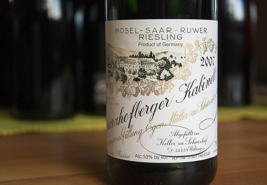 Taça de um dos vinhos mais caros do mundo