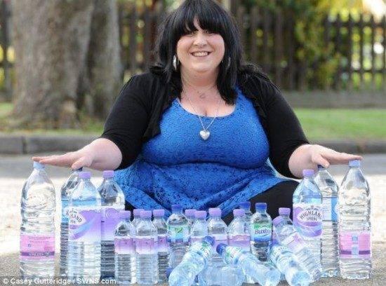 Mulher viciada em água bebe 25 litros por dia (1)
