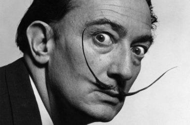 Salvador Dali vendeu um fio falso do seu bigode à Yoko